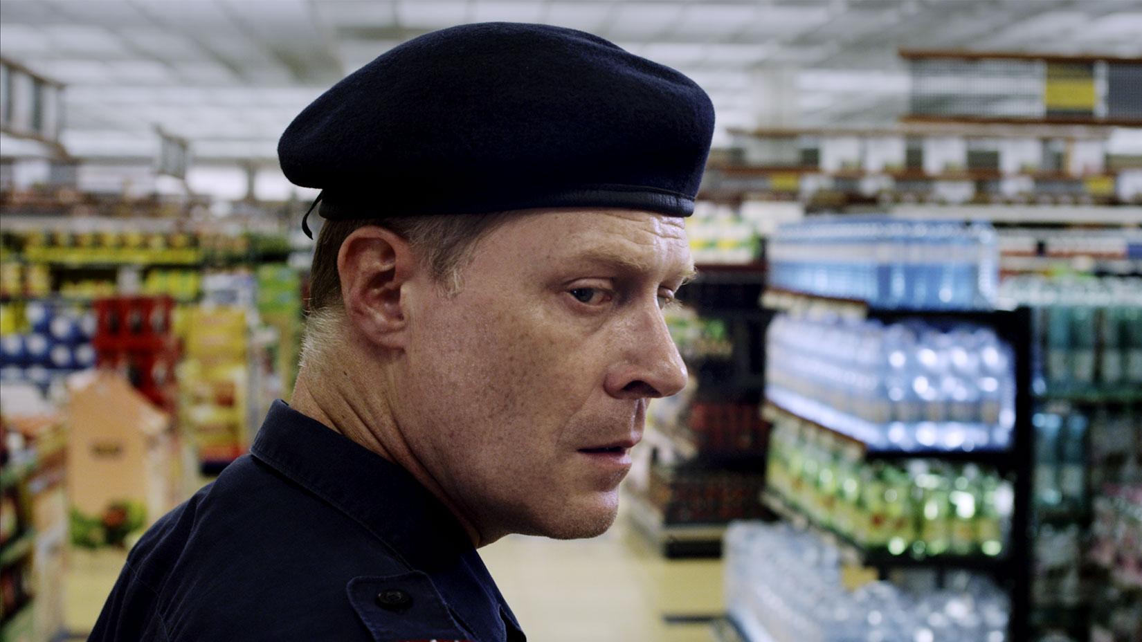 press__OneOfUs_Polizist_Werner_Supermarkt